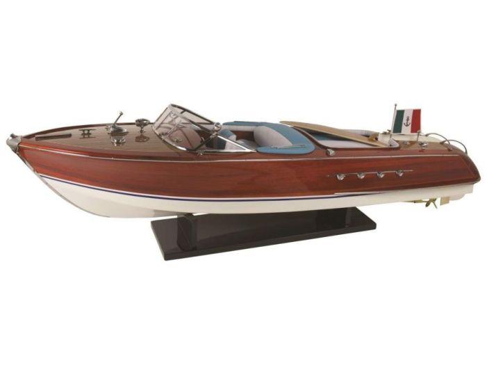 Модель яхты Riva