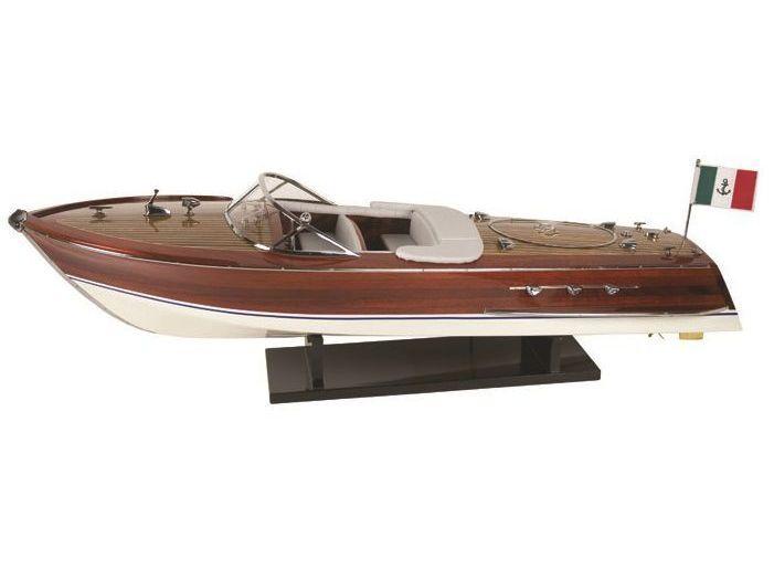 Модель яхты Riva 67 см
