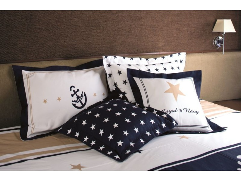 Одеяла и декоративные подушки